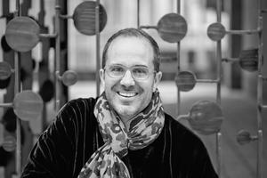 <p><strong>Marco Serra</strong></p><p></p><p>Marco Serra hat Architektur an der ETH Zürich studiert. Unter Prof. Hans Kollhoff erwarb er 1996 den Abschluss Dipl. Arch. ETH. Von 1996–1999 war er im Büro von Prof. Adrian Mayer in Baden tätig und von 1999−2002 arbeitete er für Diener &amp; Diener Architekten. Seit 2003 ist er in Basel von Novartis mit dem Campus Masterplan betraut und von 2002−2005 der verantwortliche Design-Architekt für Main Gate und Parking. Seit 2014 ist er Globaler Novartis Chefarchitekt.</p>