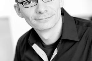 """<div class=""""autor_linie""""></div><h2>Autor</h2><div class=""""autor_linie""""></div><p><strong>Klaus Bieckmann</strong> studierte von 1998–2004 Innenarchitektur an der Hochschule Ostwestfalen-Lippe in Detmold. Seit 2006 ist er bei DIAL als Lichtplaner und Seminarleiter, seit 2015 als Teamleiter Lighting Design &amp; Technology beschäftigt. Zu seinen Schwerpunkten gehört die Lichtplanung, Entwicklung und Durchführung von Seminaren und Workshops ebenso wie die Erstellung von Gutachten.</p><div class=""""autor_linie""""></div><p>Informationen unter: <a href=""""http://www.dial.de"""" target=""""_blank"""">www.dial.de</a> </p>"""