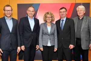 Das Rektorat der Hochschule Karlsruhe (v. l.): Prof. Dr. Robert Pawlowski, Prof. Dr. Frank Artinger, Kanzlerin Daniela Schweitzer, Prof. Dr. Franz Quint, Prof. Dr. Dieter Höpfel
