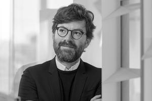 """<div class=""""autor_linie""""></div><h2>Autoren</h2><div class=""""autor_linie""""></div><p><strong>Dr.-Ing. Architekt Philipp Lionel Molter</strong> <irspacing style=""""letter-spacing: 0em;"""">arbeitete mehrere Jahre als Architekt bei Renzo Piano Building Workshop in Paris. 2010 gründete er sein eigenes Büro in München und realisierte mehrere preisgekrönte Projekte. Seit 2009 ist er als wissenschaftlicher Mitarbeiter, später Akademischer Rat an der Professur für Entwerfen und Gebäudehülle der Technischen Universität München tätig. Seine Forschung und Lehre konzentriert sich auf adaptive Gebäudehüllen und deren ästhetischen Potentiale und energetische Leistungsfähigkeit. 2016 erhielt er den Dr. Marschall-Preis für seine Dissertation an der Fakultät für Architektur der TUM.</irspacing></p>"""
