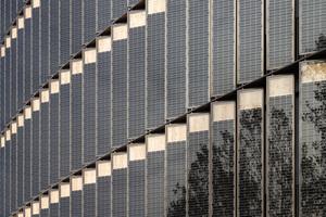 Integral geplant Photovoltaikelemente in der Fassade