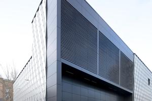 Blick auf die Lüftungsauslässe vor den großen Transformatoren auf der Ostseite des Neubaus<br />