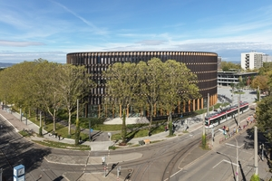 Ausgezeichnet: Das neue Rathaus Freiburg ist das erste Netto-Plusenergiegebäude dieser Art und Nutzung
