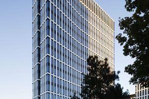 Zwei Flügel, die sich in den Himmel heben: ein neues Konzept moderner Büroarchitektur wurde jetzt mit der Martin-Elsaesser-Plakette ausgezeichnet