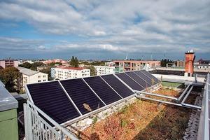 Das Dach des Baugruppenprojekts Schönholzer Straße wurde mit einer Photovoltaikanlage zur Energiegewinnung herangezogen