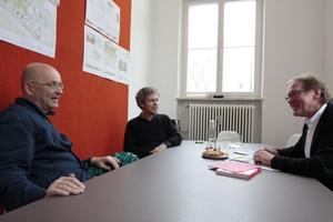 (v.l.) Rainer Hofmann und Ritz Ritzer, bogevischs buero, im Heftpatengespräch mit Burkhard Fröhlich