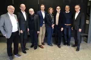 Die Jury v.l.n.r: Dr.-Ing. Dietmar H. Maier, Heiner Farwick, Michael Arns, Dr. Bernhard Hauke (Moderator), Dr. Sandra Hofmeister, Prof. Johannes Kister (Juryvorsitzender), Peter Ackermann, MDirig Lothar Fehn Krestas