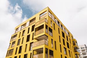 Fassade Haus I: Abwechslungsreiche Fassadengestaltung: Jedes Stockwerk des Wohnparks Siebenbrückenweg verfügt über Balkone und Loggias. Diese sind in die Lochfassade integriert und lockern sie optisch auf.<br />&nbsp;