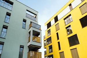 """Mit Ziegel in die Höhe: Insgesamt fünf mehrgeschossige Gebäude gehören zum Wohnpark """"Karlschwaige"""" im Landshuter Siebenbrückenweg. Sie bieten viel Wohnraum auf relativ geringer Fläche und gruppieren sich um den denkmalgeschützten """"Schwaigerhof"""".<br />"""