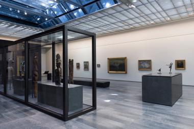 Innenansicht Louvre Abu Dhabi mit einer diffusen Belichtung durch eine Gussglasdecke