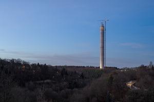 Der Turm noch ohne die schützende Textilhülle
