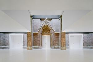 """Die Erschließung des Saals erfolgt vom Kirchenraum bzw. Foyer aus<irspacing style=""""letter-spacing: -0.01em;""""> </irspacing>"""