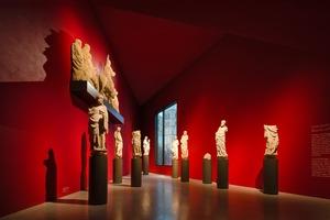 LWL-Museum für Kunst und Kultur: Die freie Aufstellung ermöglicht es jeder Figur der Portalgruppe ihren Charakter zu zeigen