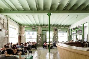 Das Restaurant: Hier wurden vor allem grünfarbige Materialien (as found) neu geordnet und verbaut