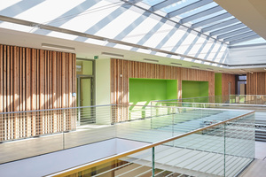 Mit der Farbgestaltung im Innenraum wird den Kindern die Orientierung erleichtert.