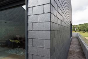 Präzise gedeckte Schieferfassade an einer der Ecken