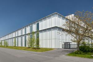 Mit einer Länge von 135 Metern und einer Breite von 52 Metern ist der Neubau das größte in einem Abschnitt gebaute Projekt in der Firmengeschichte von Uhlmann.