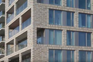 Durch die spezielle Dreifachverglasung in Verbindung mit dem hellen Klinker wirkt der Wohnkomplex freundlich und aufgeschlossen.<br />