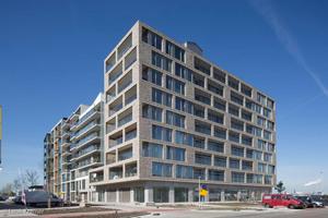 Nachhaltigkeit steht im Fokus des PUUUR BSH in Amsterdam. Die Fassade aus Hagemeister-Klinker einer eigens angefertigten Objektsortierung unterstützt die anderen Features wie Solarmodule und Regenwasserpuffer dabei.<br />