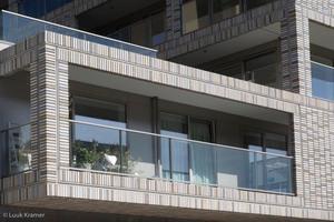 Teil vorgelagerte Balkone lockern die Fassade auf und verschaffen neue und interessante Blickwinkel.<br />