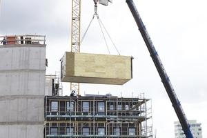 """Vorgefertigte Raummodule aus Holz bei dem Gebäude """"WOODIE"""" (Projektbericht S.30)"""