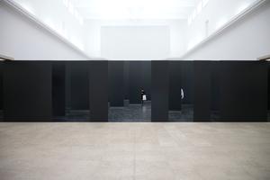 Die Mauer mitten im Hauptsaal des deutschen Pavillon ist scheinbar undurchlässig. Oder?