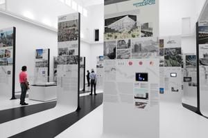 Auf der Mauerrückseite die eigentliche Ausstellung