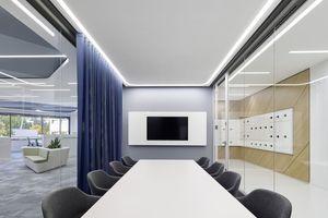 Die vier Büroetagen werden ergänzt durch Konferenzräume, einen Geschäftsführungsbereich und teamübergreifende Kommunikationsflächen.<br />