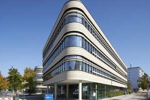 Der Neubau für das Zentralinstitut für translationale Krebsforschung der TU München ist durch eine prägnante S-Form definiert und vervollständigt die östliche Bebauung des Gesamtklinikcampus.<br />