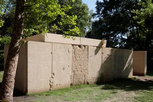 Der Entwurf von Souto de Moura. Sandsteinplatten zu einem schlichten Raum gefügt