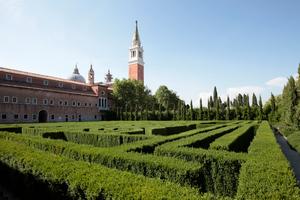 Hier noch einmal ein Blick auf den Klostergarten. Die Kirchen des Benediktinerklosters sind von Palladio, den Bau von San Giorgio Maggiore hat der Meister nicht mehr erlebt