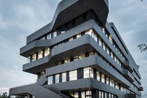 Die Fluchtwege konnten die Architekten von J. Mayer H. dank der Formgebung des Baus in den<br />Außenbereich verlegen. Damit machten sie eine großzügige Flächennutzung im Innenraum<br />möglich<br />