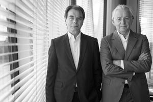 <p><strong>Bollinger + Grohmann Ingenieure</strong></p><p></p><p>Die Tragwerkplaner Klaus Bollinger (links im Bild) und Manfred Grohmann gründeten 1983 das Büro Bollinger + Grohmann Ingenieure in Frankfurt. Das Büro hat sich besonders im Zusammenhang mit freien Formen jenseits der geometrischen Regelmäßigkeit einen Namen gemacht. Neben ihrer praktischen Arbeit lehren beide Ingenieure an Architekturfachbereichen.</p>