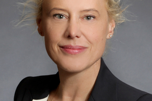 """<p>Christine Vöhringer-Gampper (links) ist Mediatorin, BIM-Professional und hat sich auf die Implementierung der digitalen Methode des Building Information Modeling (BIM) in bauausführende Verträge und Architektenverträge spezialisiert. <a href=""""http://www.racvg.eu"""" target=""""_blank"""">www.racvg.eu</a></p>"""