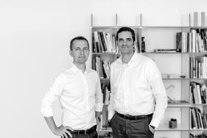 Knippers Helbig  Knippers Helbig ist als Ingenieurbüro für Tragwerks- und Fassadenplanung tätig. Das multidisziplinäre Team um die Partner Thorsten Helbig und Boris Peter (v.l.n.r.) besteht aus 70 Mitarbeitern in den Büros in Stuttgart, Berlin und New York. Neben der Planung von Bauten in Deutschland sind Knippers Helbig verstärkt auch bei architektonisch und technisch anspruchsvollen internationalen Projekten tätig und wurden vielfach ausgezeichnet.