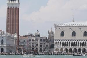 Die Stadt ist voll: Hat Venedig trotzdem immer noch sich selbst? Wasserseite San Marco, Hauptattraktion der Lagunenstadt