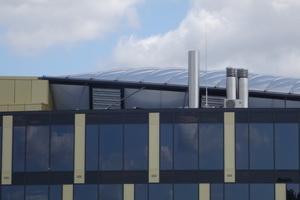 Foto oben: Die Formgebung des neuen, viergeschossigen Lilienthalhauses basiert auf einem Baugrundstück mit dreieckigem Grundriss