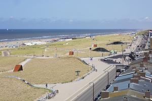 Katwijk-aan-Zee ist eine 14000 Einwohner zählende Gemeinde, die bei Wochenendspaziergängern aus den umliegenden Ballungsräumen Leiden und Den Haag aufgrund ihres weitgehend unberührten kilometerlangen Sandstrands bekannt und geschätzt ist
