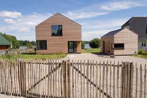 Das Feriendomizil in Mecklenburg-Vorpommern besteht aus drei Baukörpern, die in bester Klimaholzhaus-Qualität errichtet wurden<br />