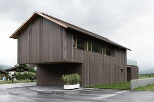 Da die Verwendung des neuartigen Fassaden-Baustoffs noch nicht eingehend überprüft ist, liefern Messungen Kennzahlen zur Weiterentwicklung