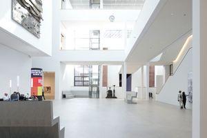 Das 22 m hohe Atrium soll öffentlicher Raum bleiben, von dem aus die Kunst-Erkundungsgänge starten können