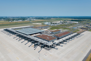 Der BER aus südwestlicher Flugrichtung (Terminal 1)