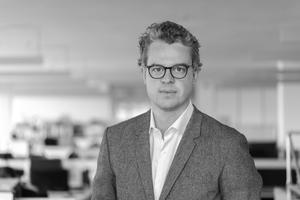 """<div class=""""autor_linie""""></div><h2>Autor</h2><div class=""""autor_linie""""></div><p>Martin Pauli leitet bei Arup die Foresight- und Innovationsberatung für Deutschland. Er ist auf</p><p>strategisches Innovationsmanagement und kollaborative Produktentwicklung spezialisiert und berät Kunden wie BASF, Volkswagen und Google. Gemeinsam mit interdisziplinären Teams hat er neue Produktkonzepte und Geschäftsmodelle für die gebaute Umwelt entwickelt. Er ist Mitglied des Advisory Boards Future of Construction der Financial Times, hält Gastvorlesungen und ist regelmäßig Keynotespeaker auf nationalen und internationalen Konferenzen.</p><div class=""""autor_linie""""></div><p>Weitere Informationen: <a href=""""http://www.arup.com"""" target=""""_blank"""">www.arup.com</a></p>"""