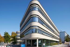 Der Neubau für das Zentralinstitut für translationale Krebsforschung der TU München ist durch eine prägnante S-Form definiert und vervollständigt die östliche Bebauung des Gesamtklinikcampus
