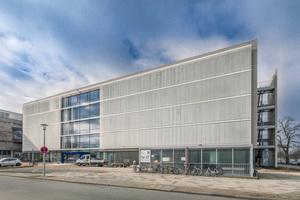 Mit seiner eigenen Architektur setzt das neue Schulgebäude einen markanten Akzent am Schachtweg<br />
