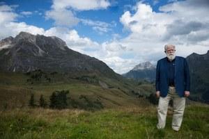 James Turrell zeigte sich im September 2014 beeindruckt von der Gebirgslandschaft. Er fand den Ort für sein Projekt perfekt - und so folgten vier Jahre des Planens und Bauens