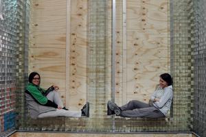 Faidra Oikonomopoulou und Telesilla Bristogianni auf der Baustelle des Crystal Houses