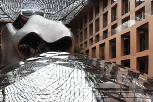 Abb. 10: Innen-/Außenansicht der DG-Bank in Berlin (Architekt Frank Gehry)