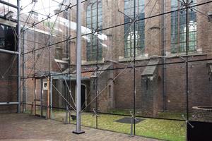 """<irspacing style=""""letter-spacing: 0em;"""">Abb. 8: Fassade der Prinsenhof Glass Hall, Delft (Architekt Mick Eekhout). Die 1997 realisierte Glasfassade </irspacing>ist die erste Doppelglasfassade mit geklebten Quattro-Steckverbindern"""