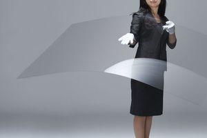 """Abb. 15: """"Leoflex"""", hochdünnes und flexibles Glas von AGC in den Stärken von 0,55 mm bis 2 mm und Größen bis zu 1,85x1,5 m"""